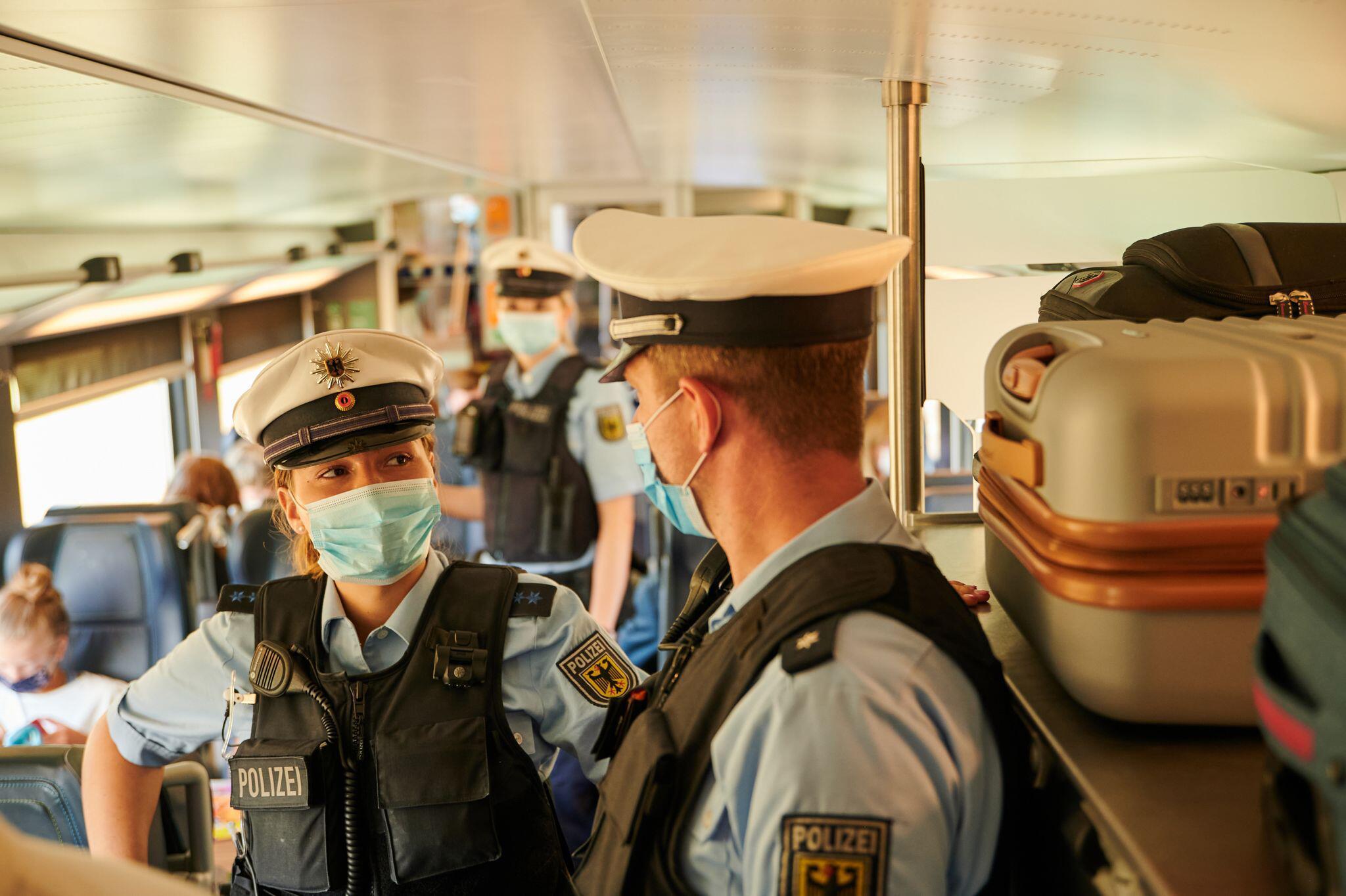 Bild zu Kontrolle Maskenpflicht bei der Bahn