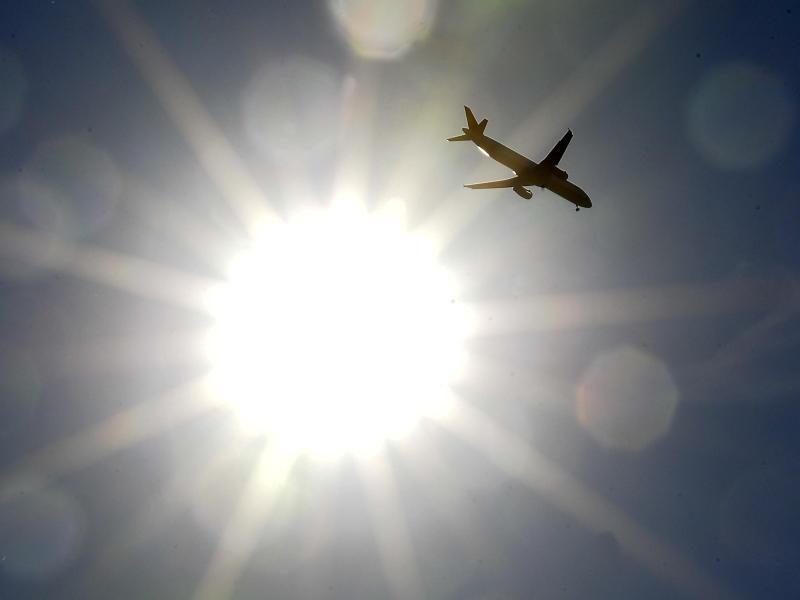 Bild zu Die Datumsgrenze überfliegen