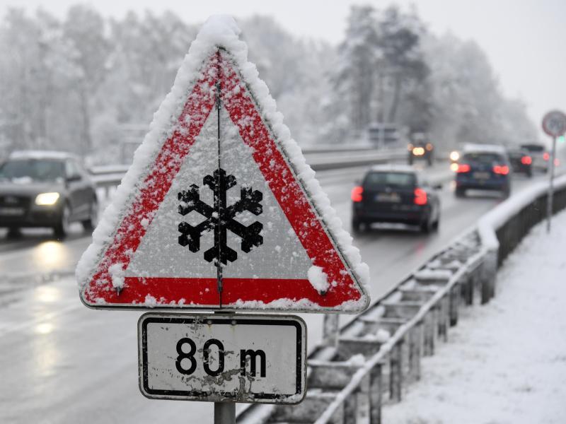Bild zu Verschneite Straße