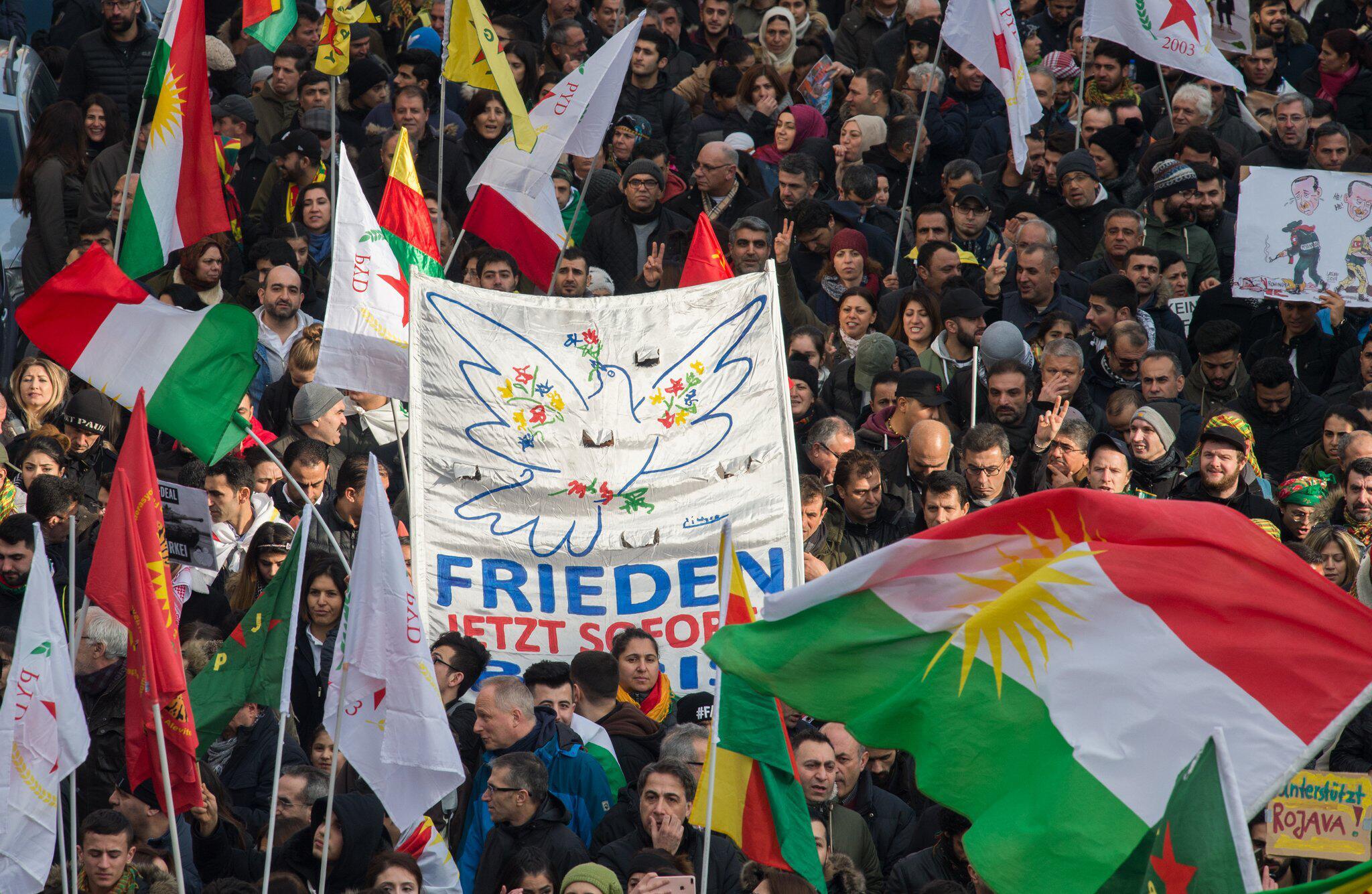 Bild zu Kurden-Demo gegen türkische Militäroffensive