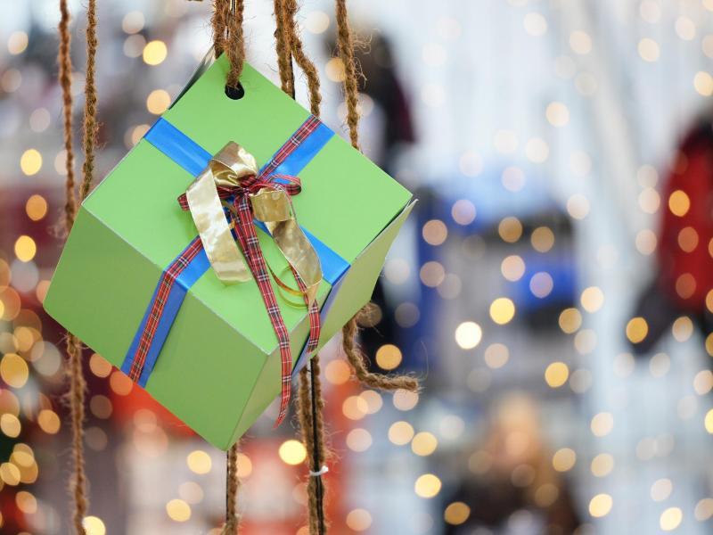 Bild zu Weihnachtseinkäufe im Geschäft