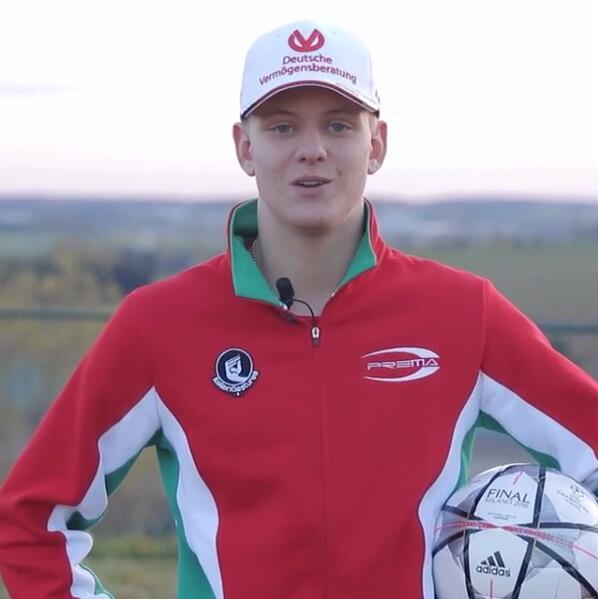 Bild zu Mick Schumacher bei Schumi-Benefiz-Fußballspiel