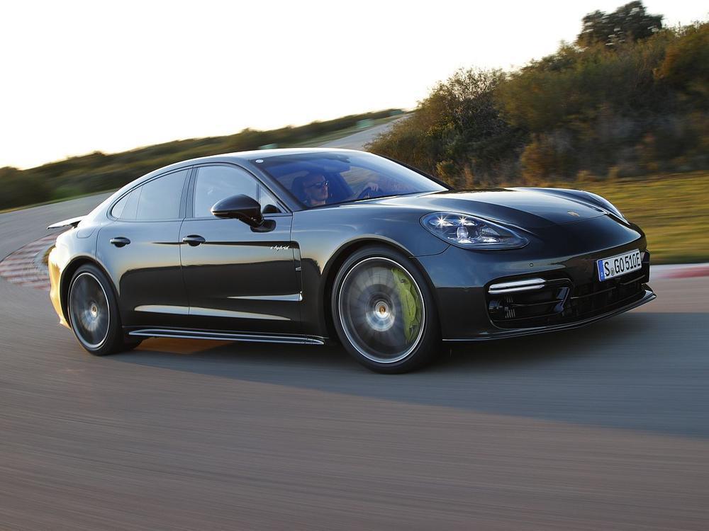 Bild zu Platz 1: Porsche