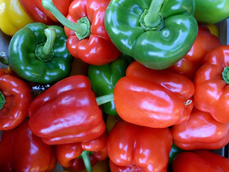 Bild zu Rote, gelbe und grüne Paprika