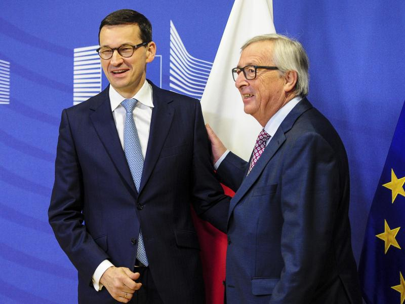 Bild zu Morawiecki und Juncker