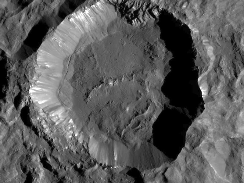 Bild zu Raumsonde «Dawn» findet Wasser auf dem Zwergplaneten Ceres