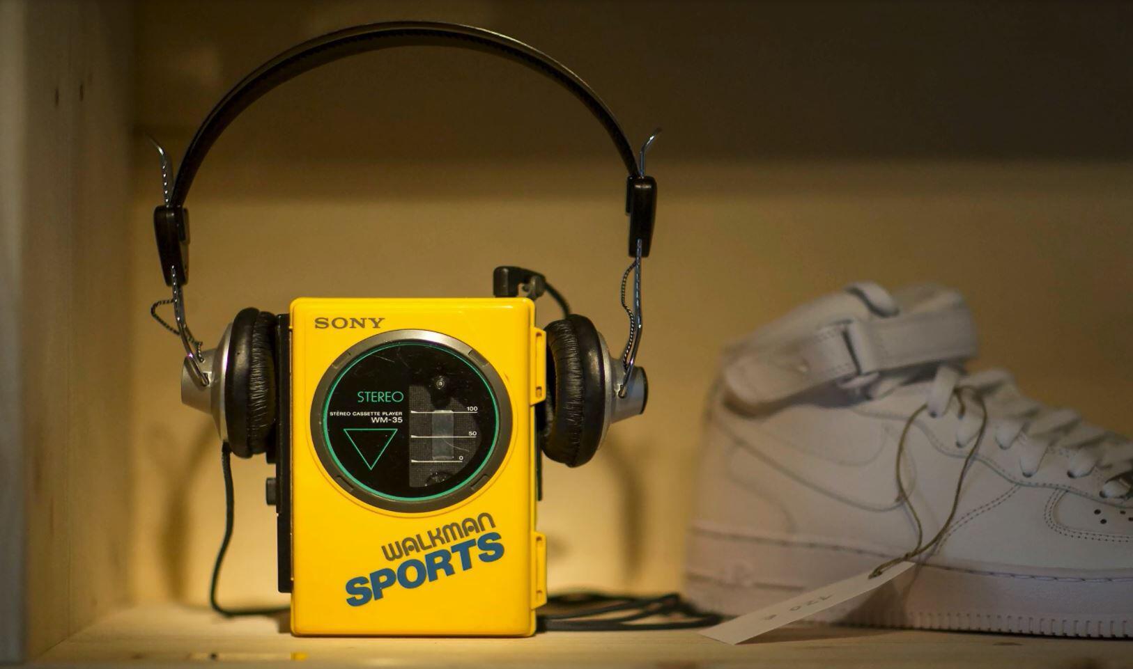Bild zu Digital Natives: Jugendliche scheitern an einem Kassettenrekorder