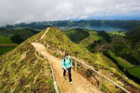 Bild zu Wanderer am Berg