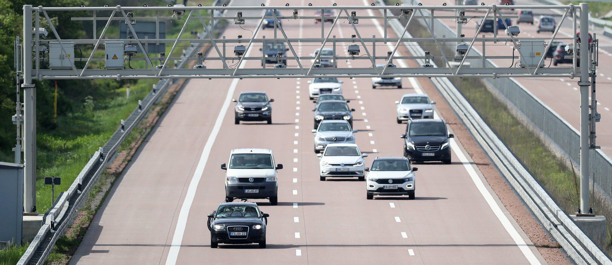 Bild zu Mautbrücke auf der Autobahn