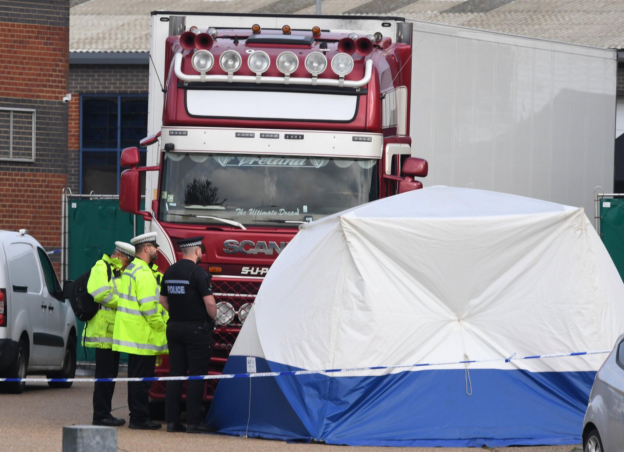 Bild zu Tote in Container in Großbritannien entdeckt