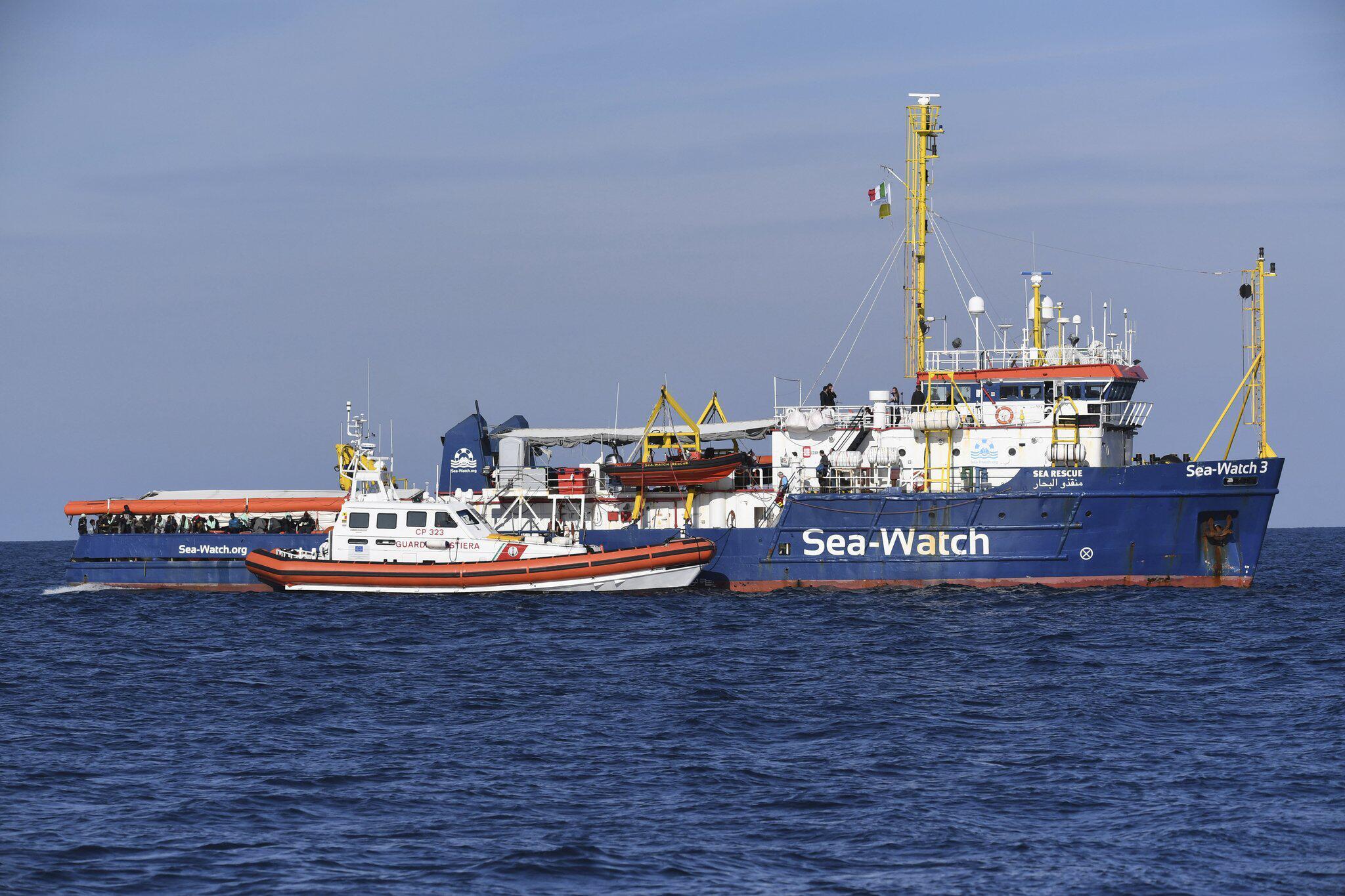 """Bild zu Flüchtlingsschiff """"Sea-Watch"""" vor Küste von Sizilien"""