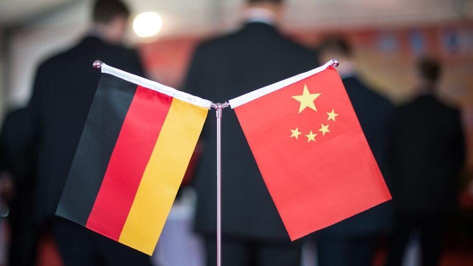 Deutsche und chinesische Flagge