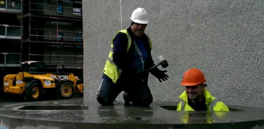 Bild zu Bauarbeiter Topfschlagen fuer echte Maenner
