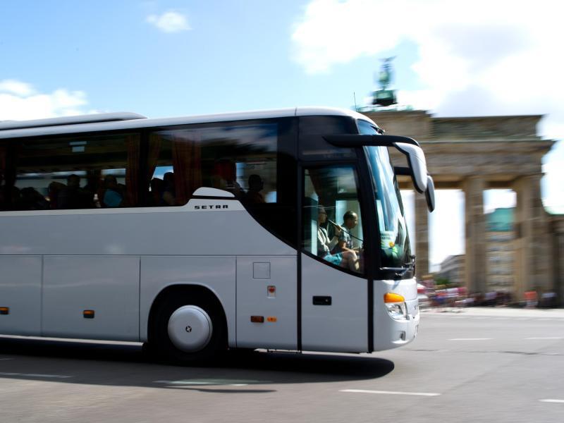 Bild zu Reisebus