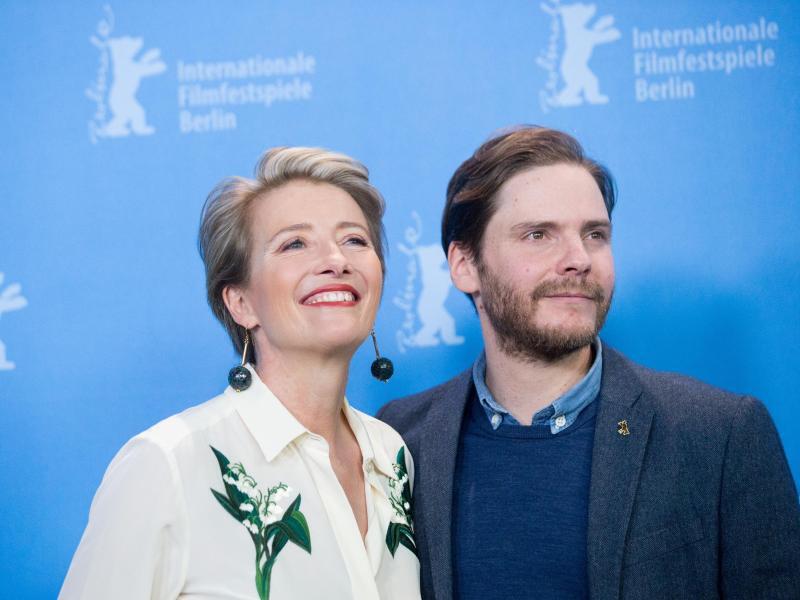 Bild zu 66. Berlinale - Emma Thompson und Daniel Brühl