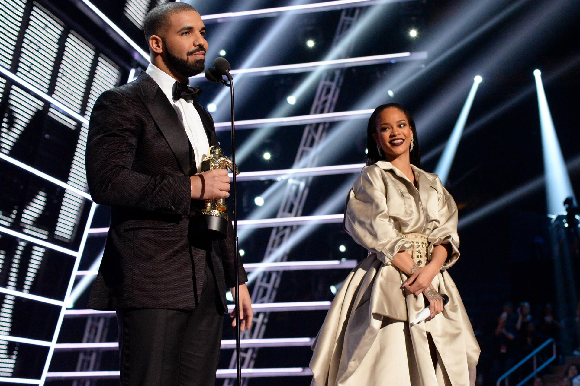 Bild zu Drake, Rihanna, MTV, VMAs 2016