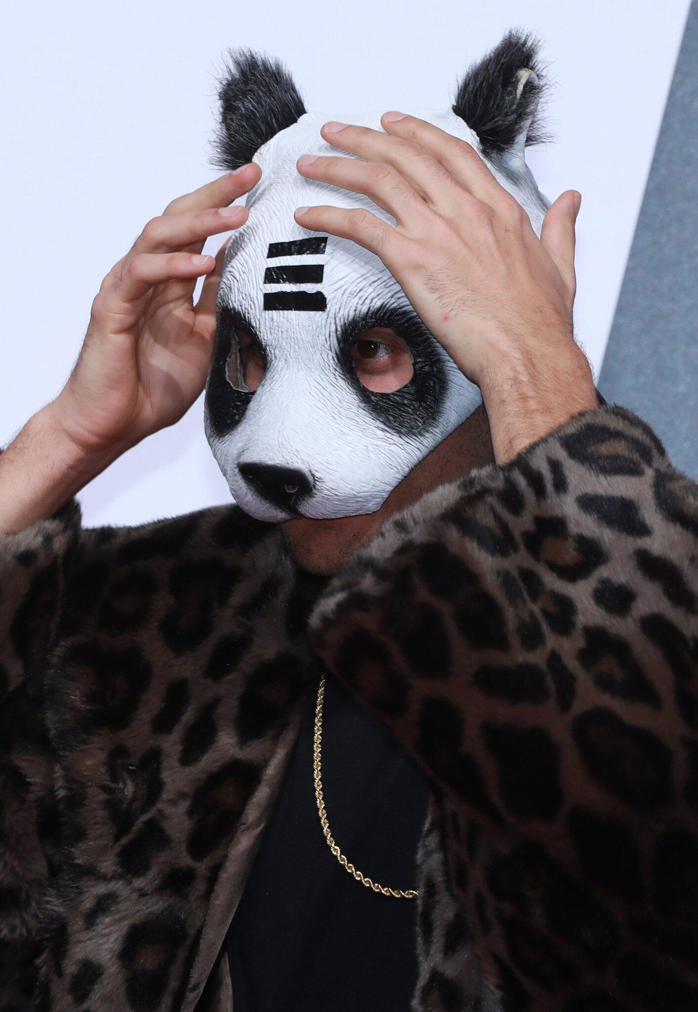 bild zu cro panda maske - Cro Lebenslauf