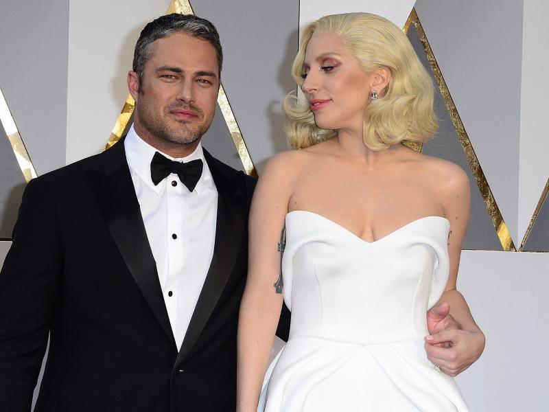 Bild zu Lady Gaga und Taylor Kinney