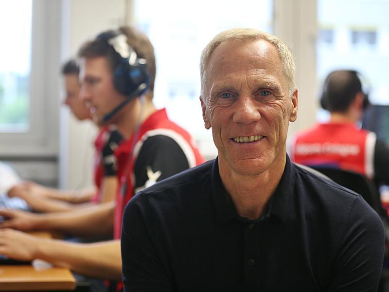 Bild zu Ingo Froböse und das eSport-Team