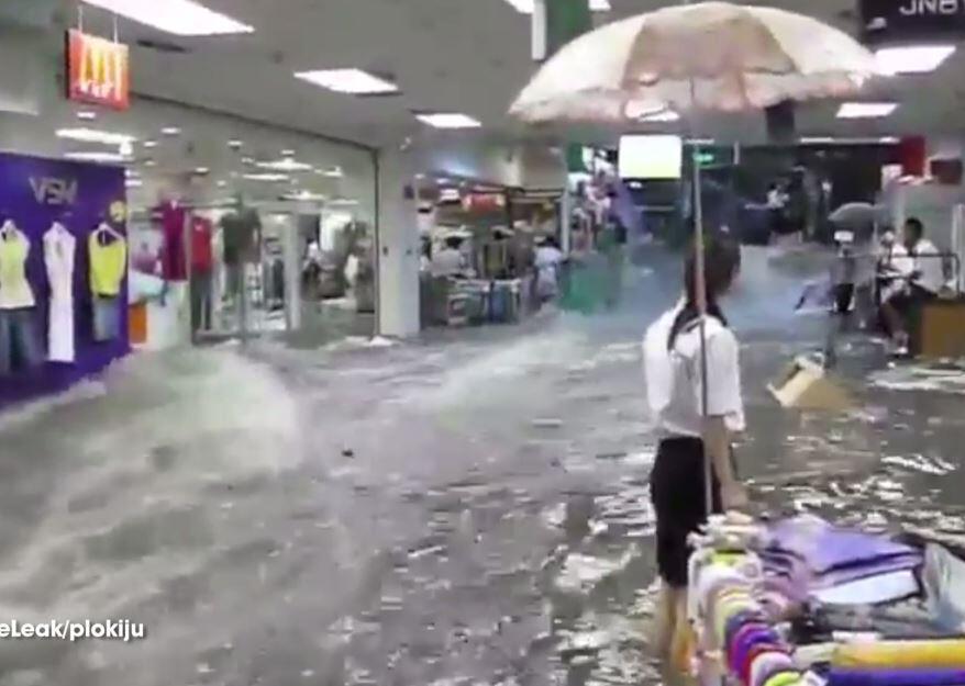 Bild zu Einkaufszentrum geht unter.