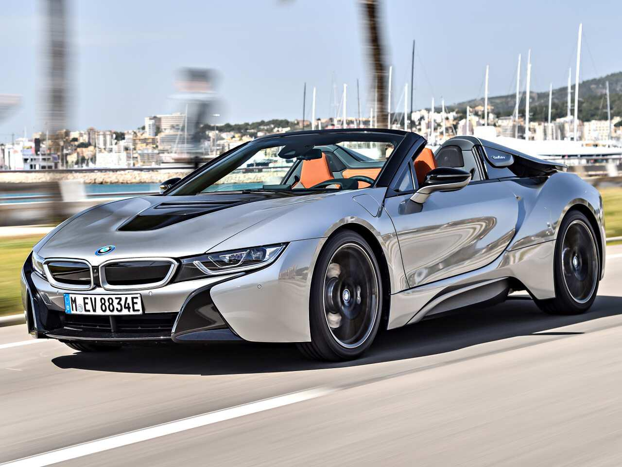 bmw i8 roadster so schick ist die oben ohne variante des hybrid sportlers web de. Black Bedroom Furniture Sets. Home Design Ideas