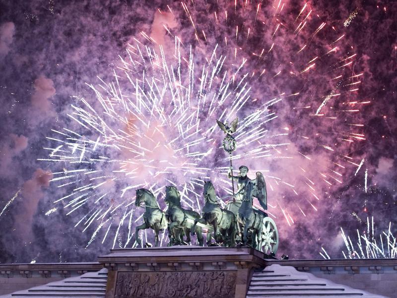 Bild zu Feuerwerk am Brandenburger Tor