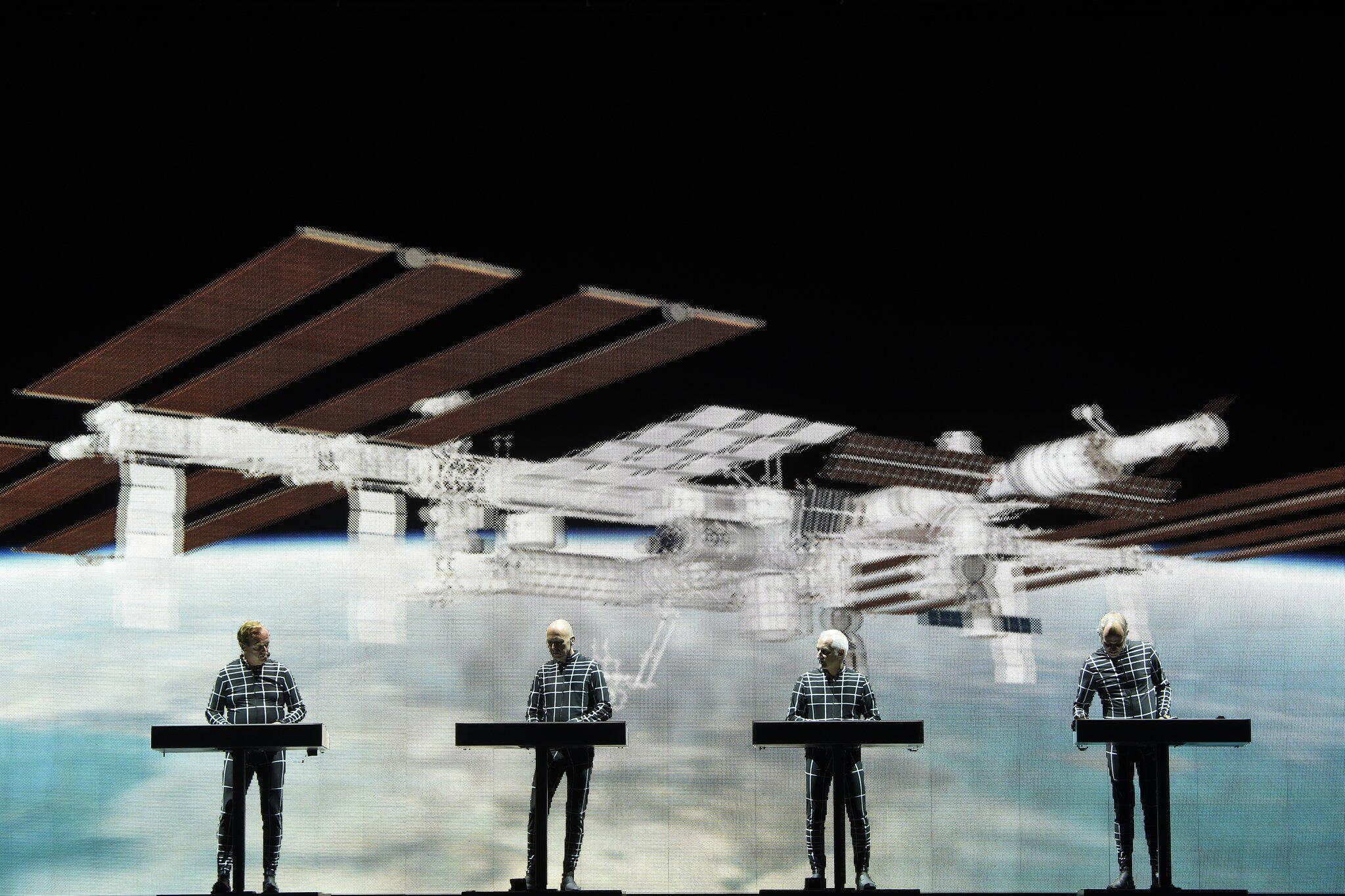 Bild zu Alexander Gerst zu Gast auf Kraftwerk-Konzert