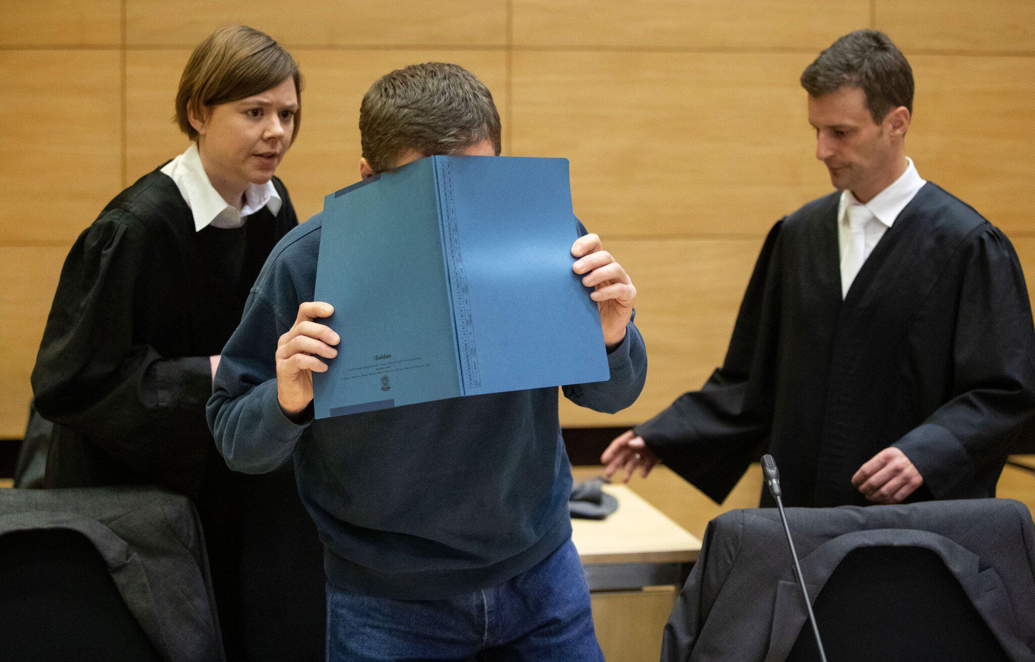 Bild zu Prozess um versuchten Mord mit vergifteten Pausenbroten