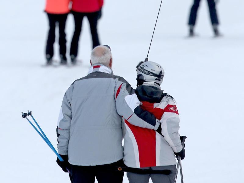 Bild zu Senioren beim Skifahren