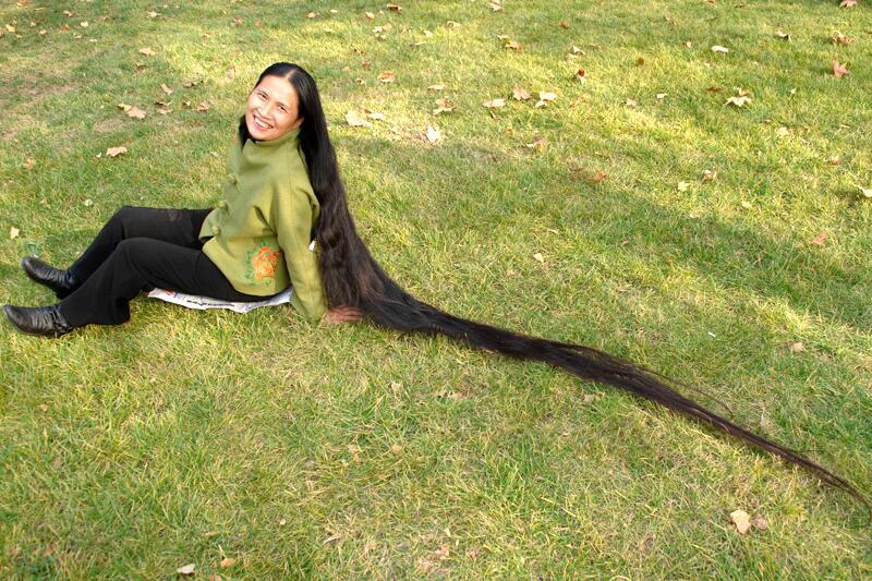 Bild zu Liu Jiagui - Frau mit langen Haaren