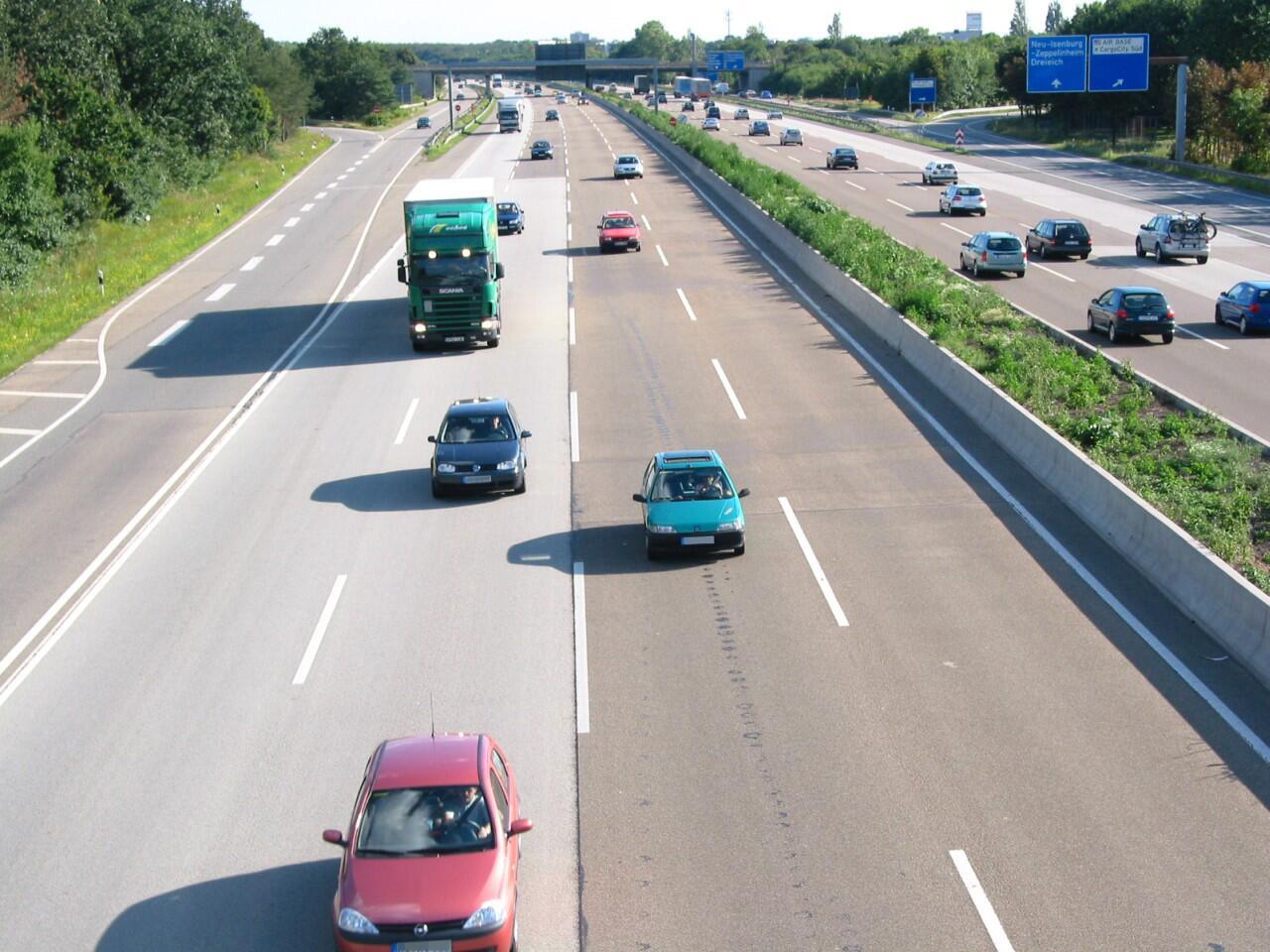 Bild zu Fahren auf der Autobahn: Für unsichere Autofahrer mit Ängsten verbunden
