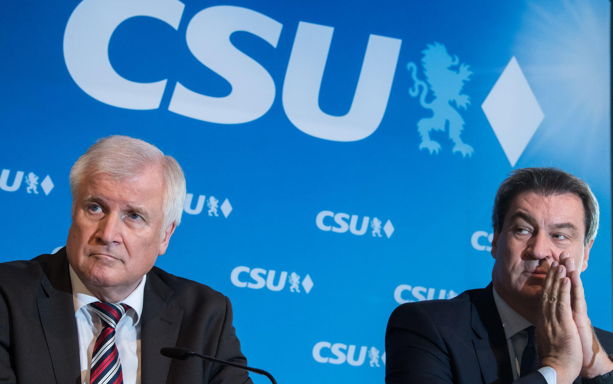 Bild zu CSU - Seehofer und Söder