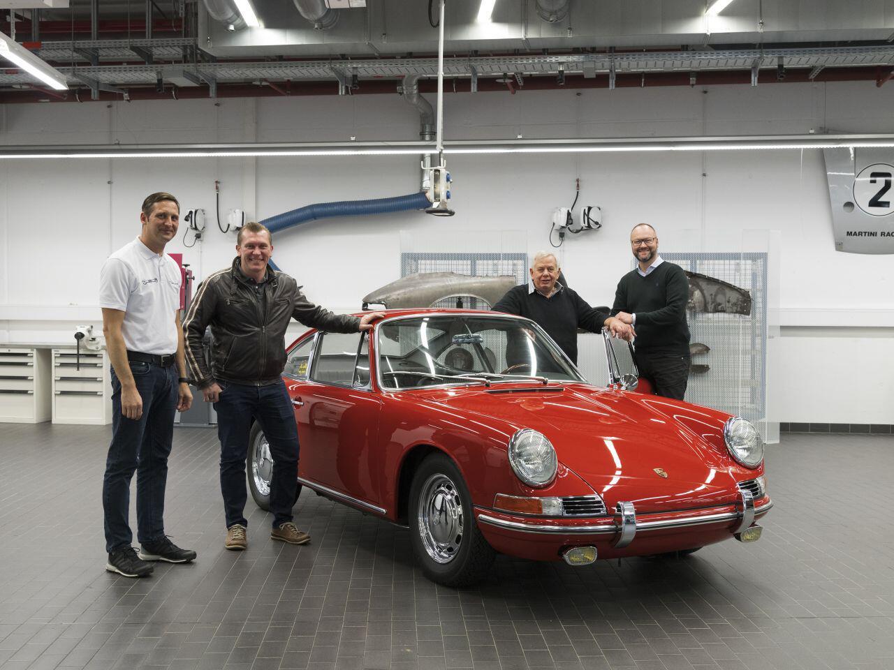 Bild zu Porsche 911 - das Team ist zufrieden
