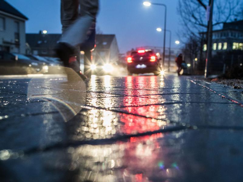 Bild zu Spiegelglatte Straße