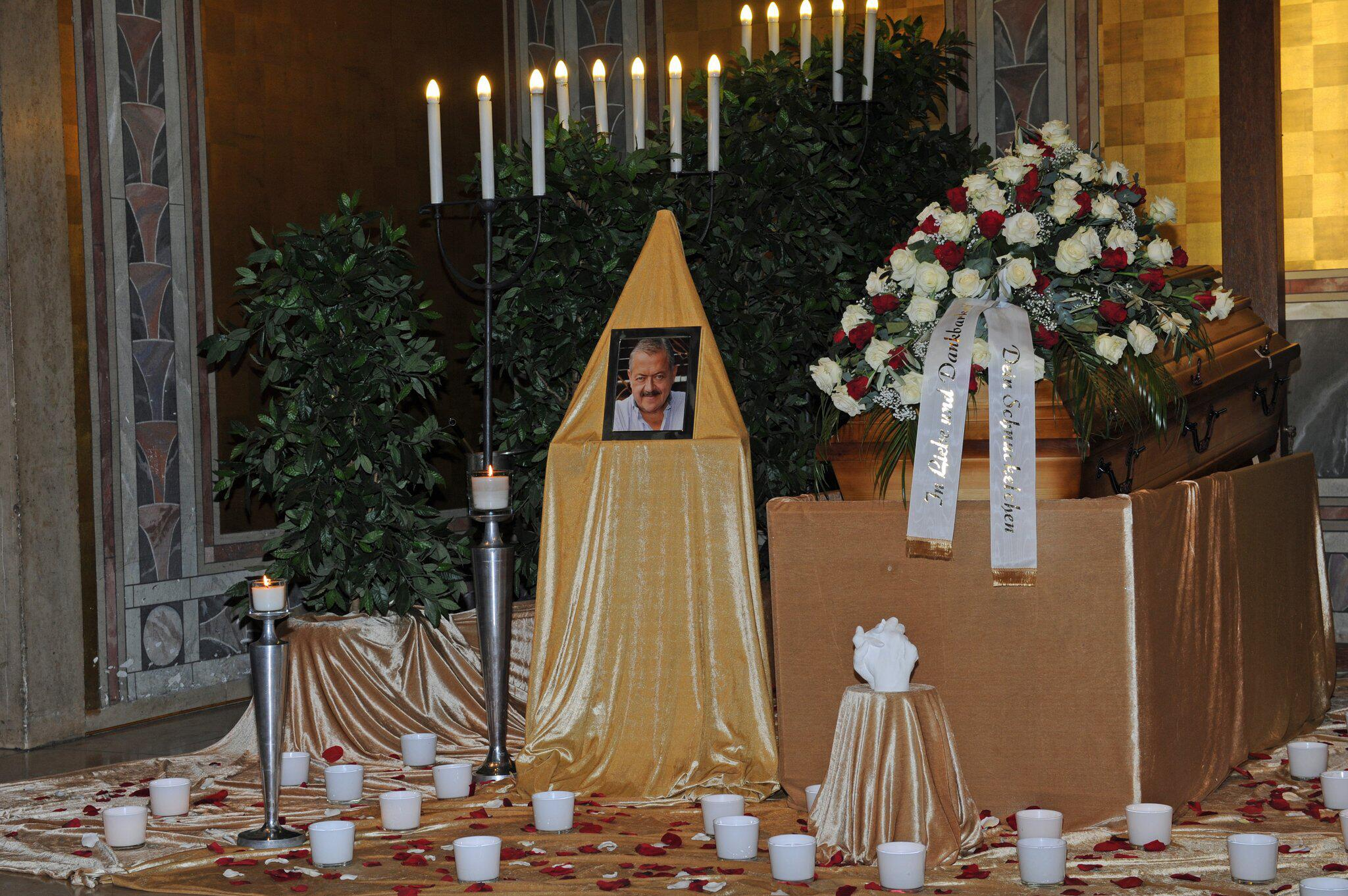 Bild zu Trauerfeier für verstorbenen Schauspieler Hannesschläger