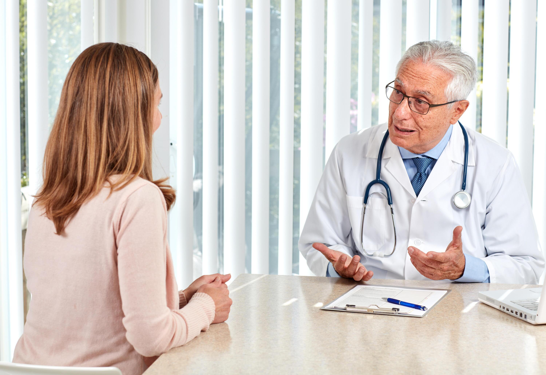Bild zu Arzt und Patientin