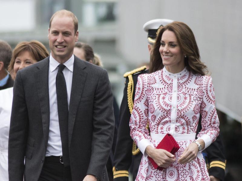 Bild zu Prinz William + Frau