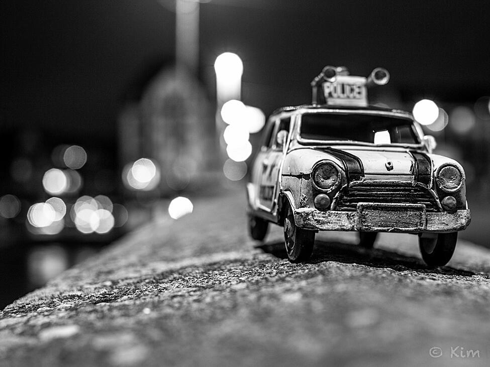 Bild zu Polizeiauto auf Streife