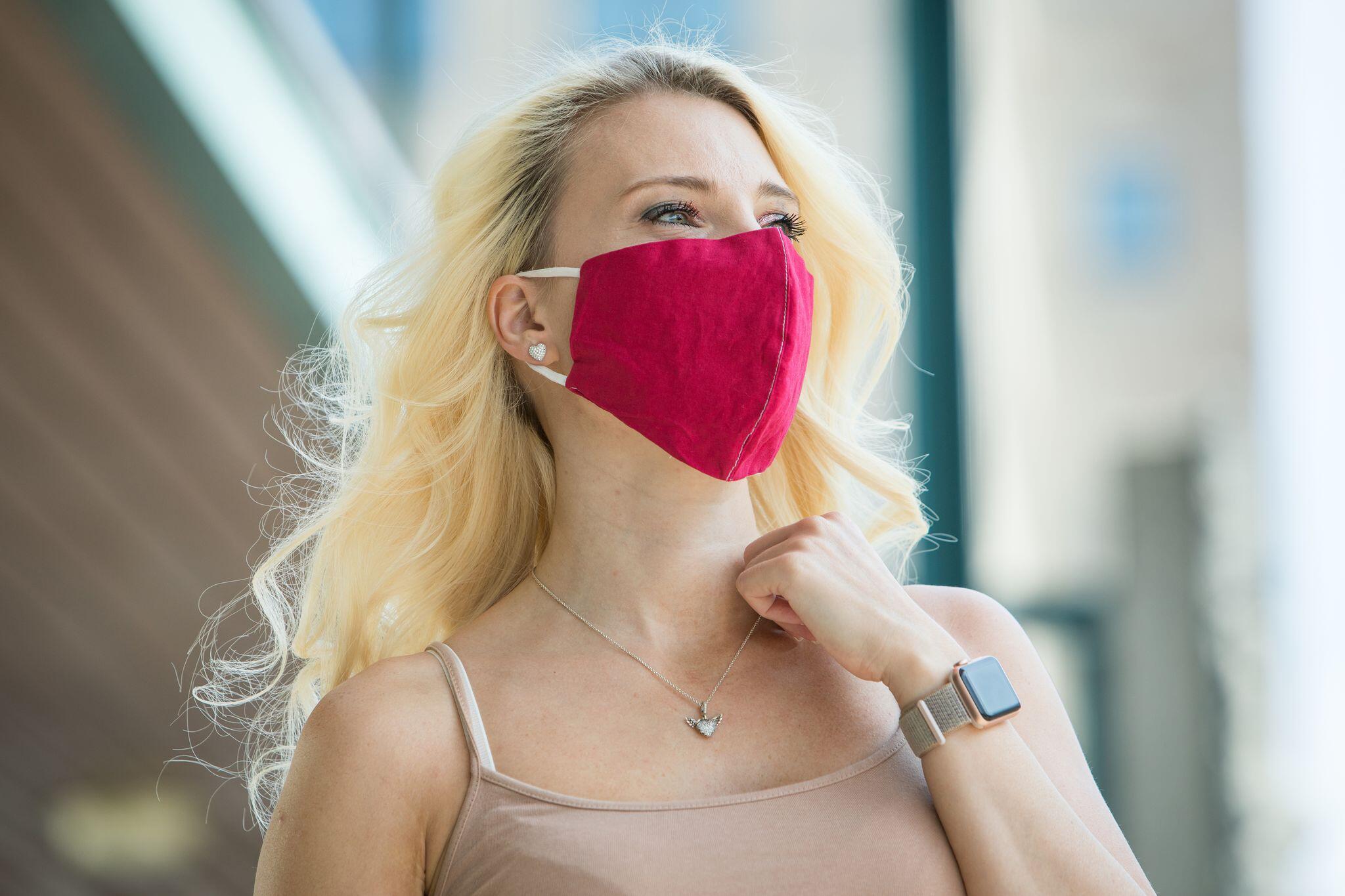 Bild zu Corona: So hält Lippenstift und Make-up unter der Maske