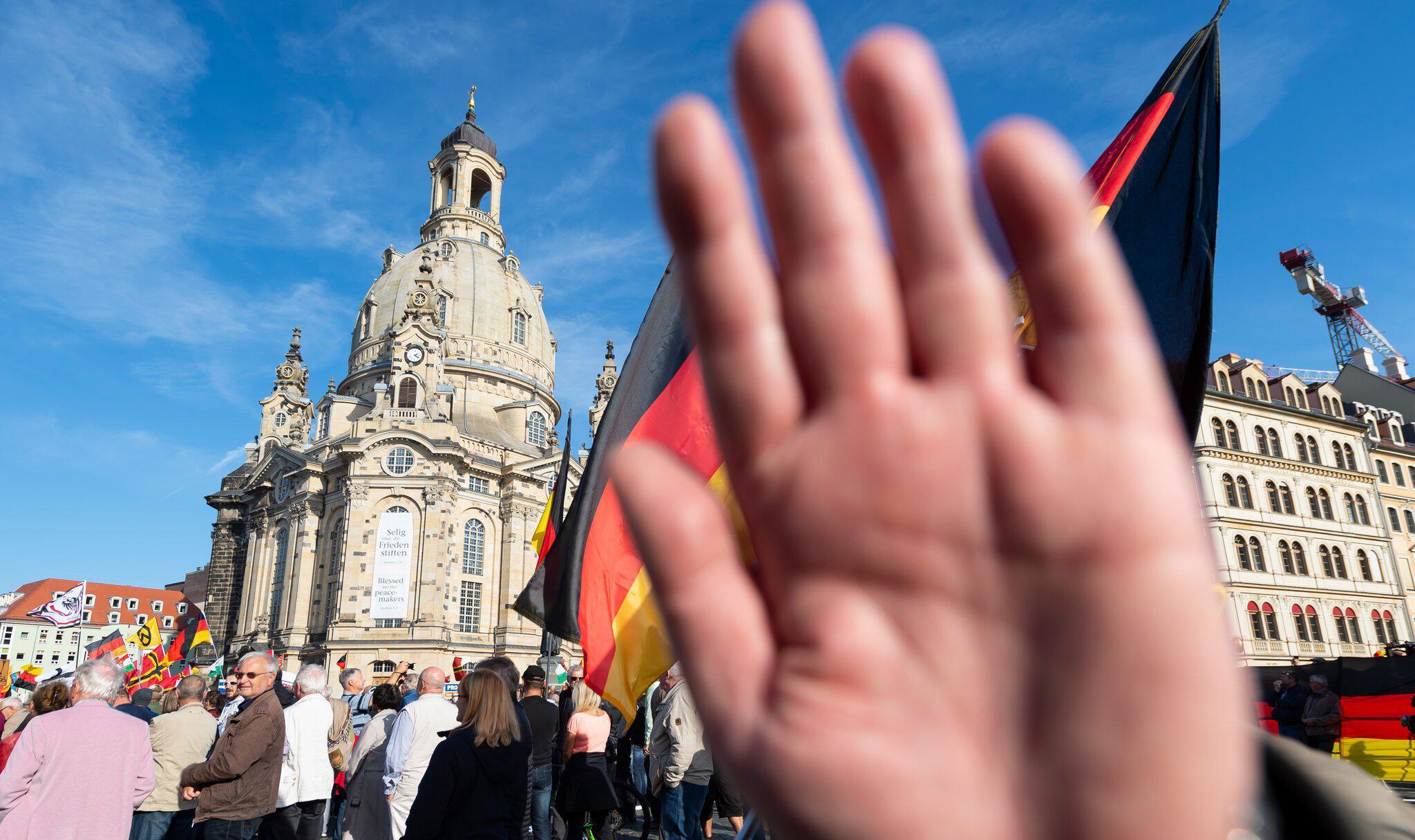 Bild zu Protest gegen Pegida formiert sich in Dresden