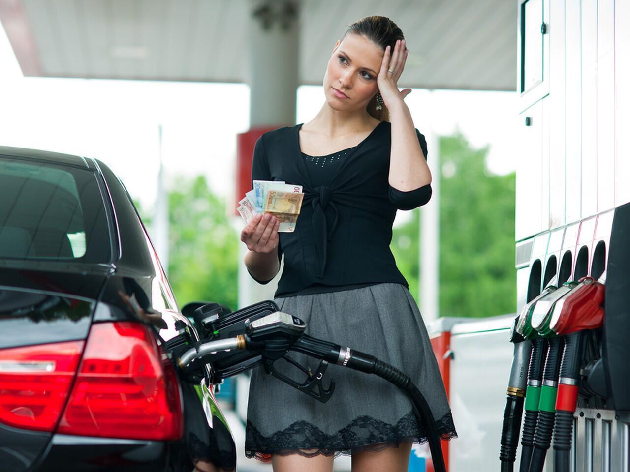Bild zu Benzinpreis: Was gilt bei Preisunterschieden zwischen Zapfsäule und Anzeige?
