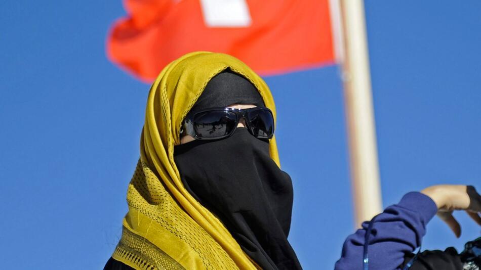 Schweiz stimmt über Nikab ab
