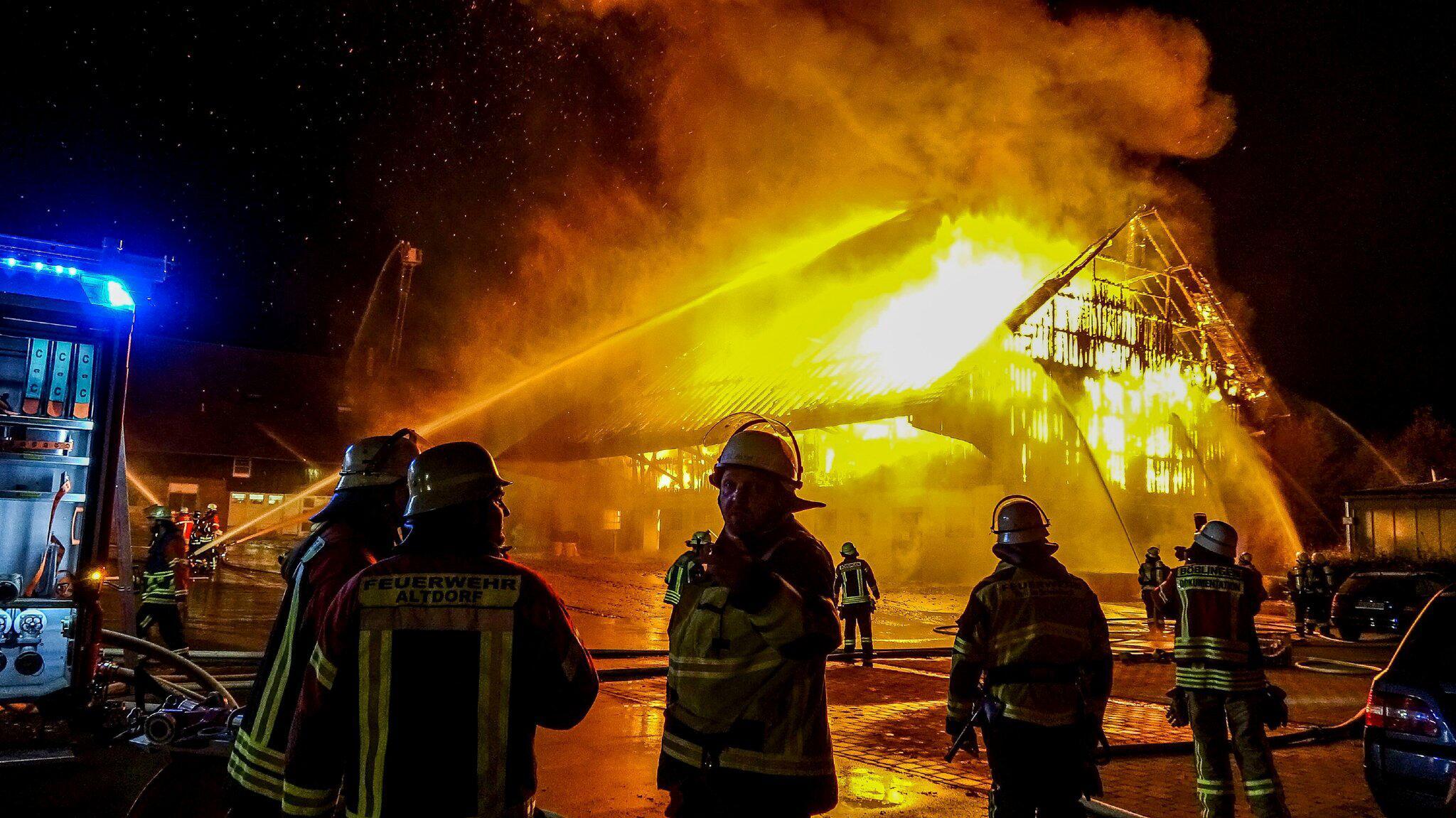 Bild zu Großbrand auf Golfplatzgelände