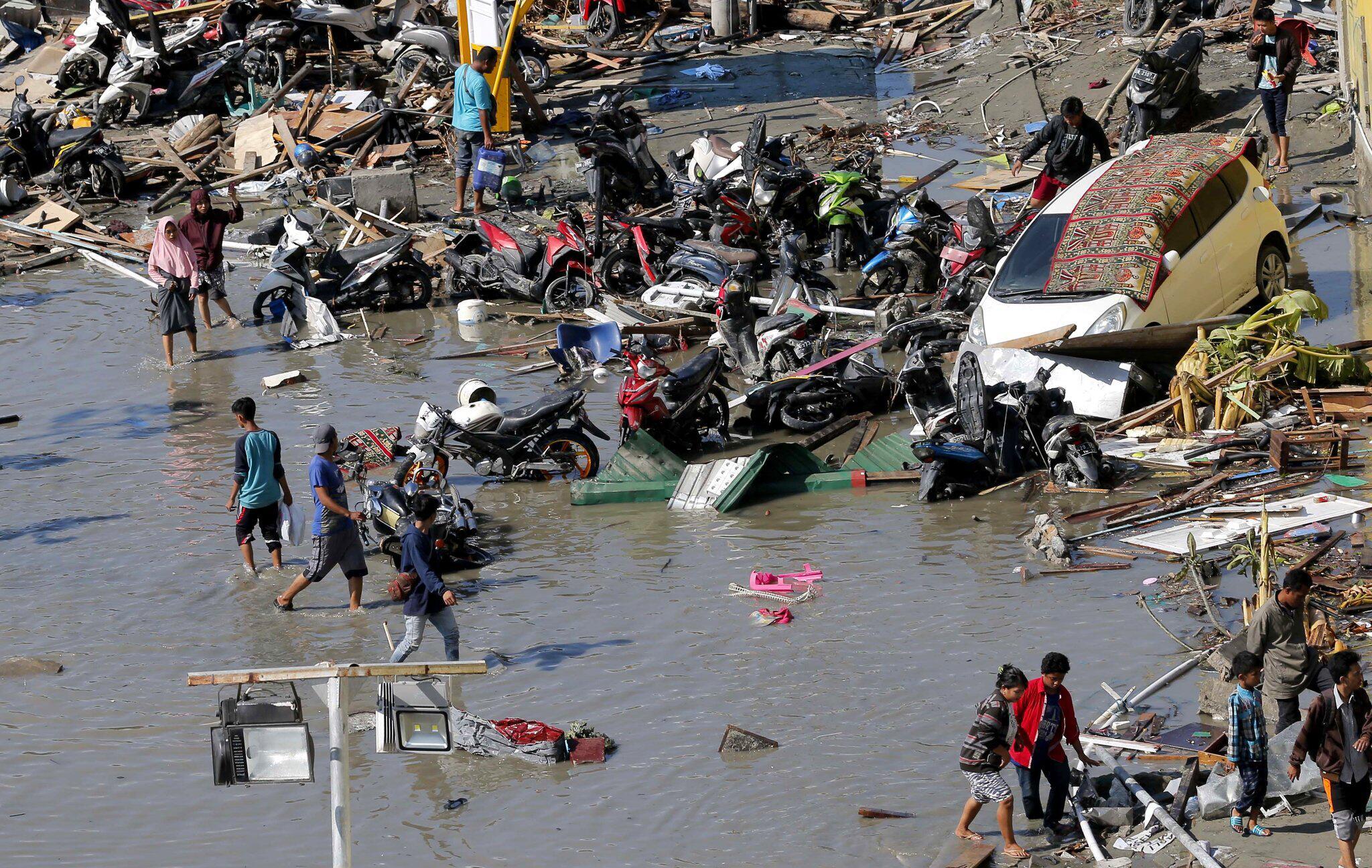 Bild zu Nach dem Erdbeben und Tsunami in Indonesien