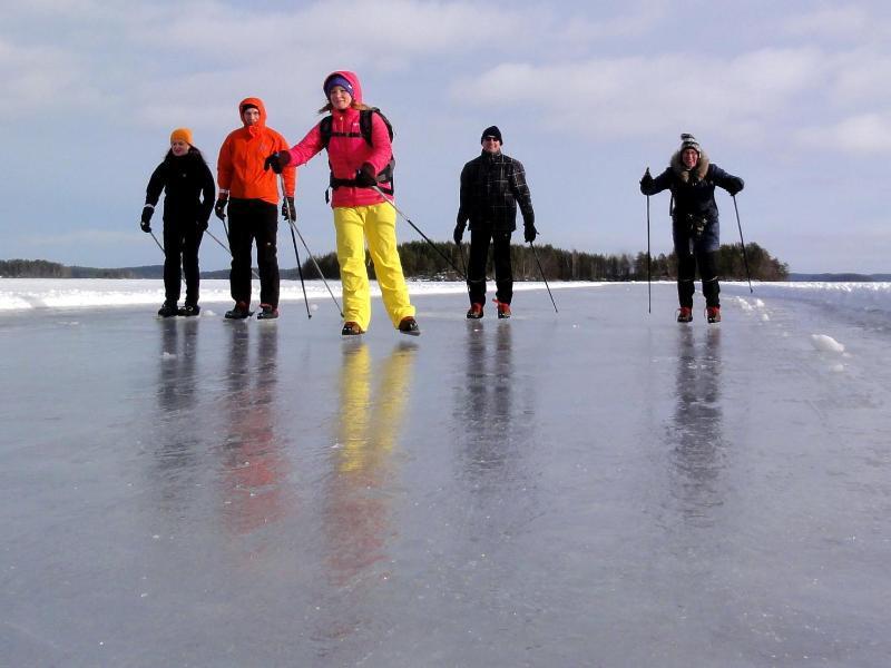 Bild zu Der See als Eisbahn