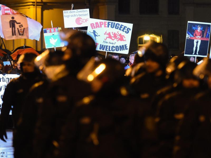 Bild zu Legida-Demonstration