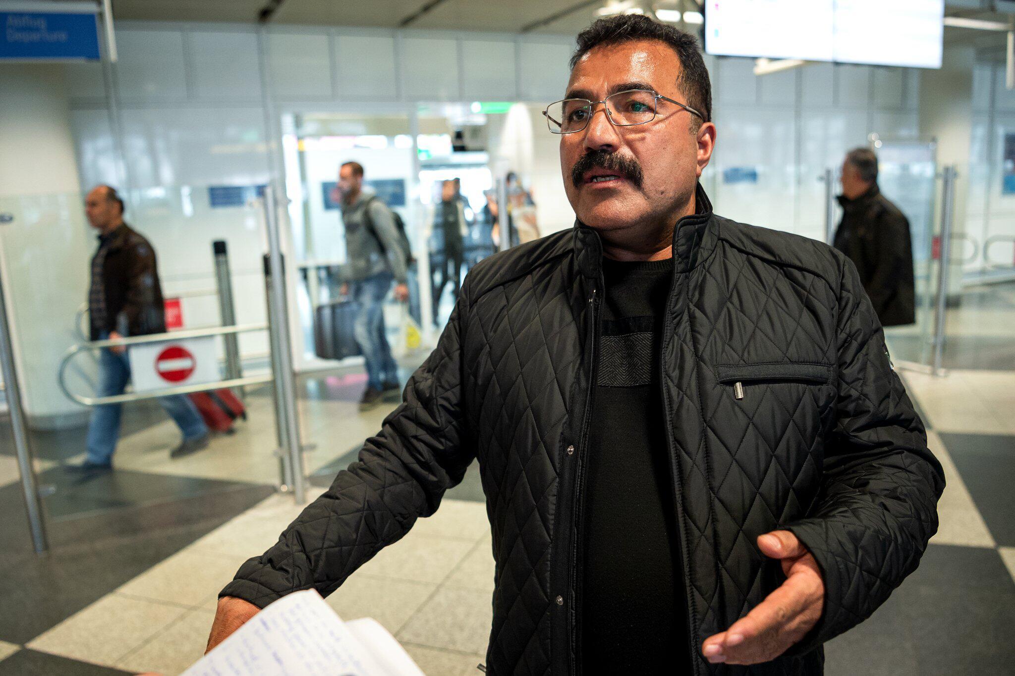 Bild zu Adnan S., Flughafen, München, Ankunft, Türkei, Verhaftung, Facebook, Ausreisesperre, Verfahren