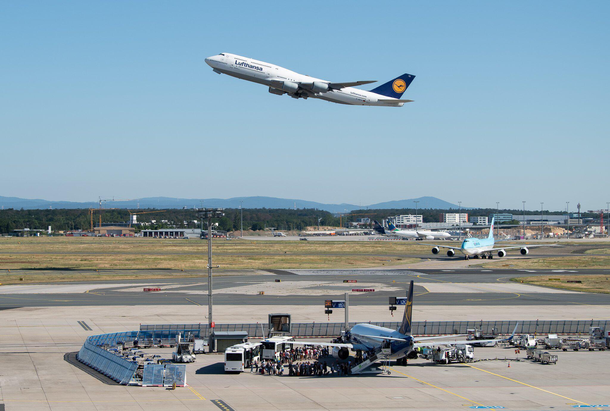 Auf Kurzstrecken: Lufthansa kämpft mit Engpass bei Bordverpflegung