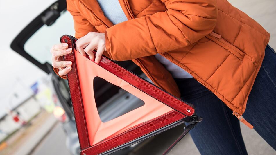 Autopanne am Straßenrand: Muss ich anhalten und helfen?