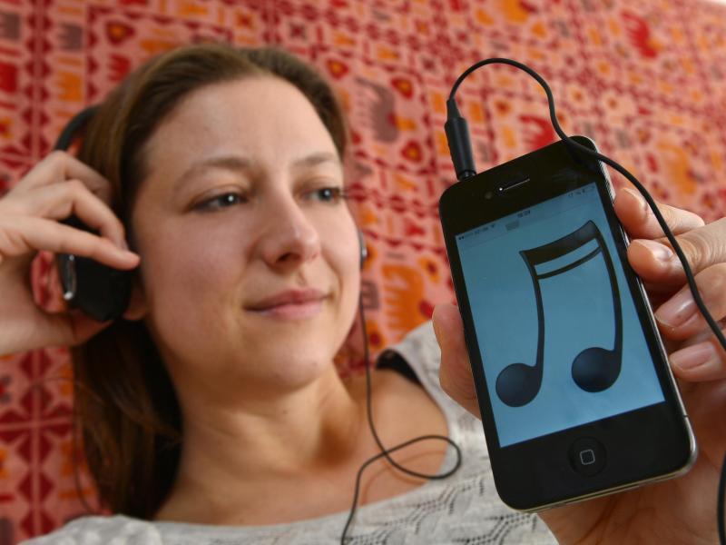 Bild zu Musikhören mit dem Smartphone